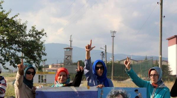 İbda-c Liderinin Tahliyesi Cezaevi Önünde Sevinç Yarattı