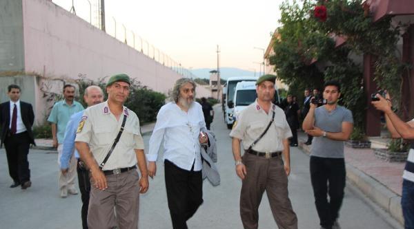 İbda-c Liderinin Tahliyesi Cezaevi Önünde Sevinç Yarattı (fotoğraflar)