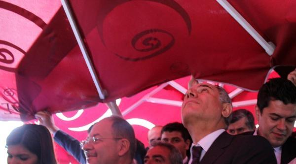 İçişleri Bakanı Efkan Ala'yı Korumaları Yağmurdan Korudu