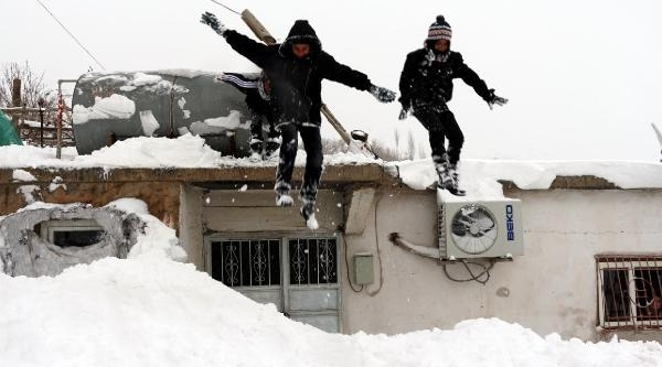 Idil-Midyat Yolu Açildi, Mardin'de Kar Esareti Sürüyor