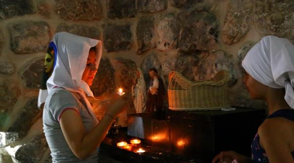 İdil'deki Süryaniler Şengal İçin Ayin Yapıyor