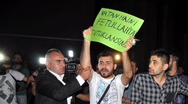 İdris Naim Şahin, Adliye Çikişinda Protesto Edildi