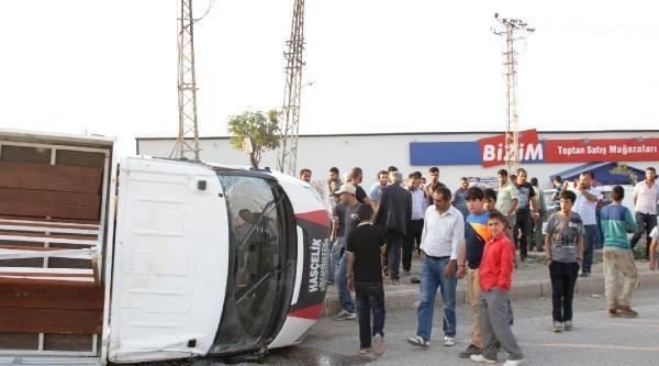 İftara Yetişmek İsteyen Sürücü Kaza Yaptı: 3 Yaralı