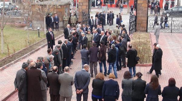 Iğdir'da Yeni Valiyi Karşılama Kuyruğu