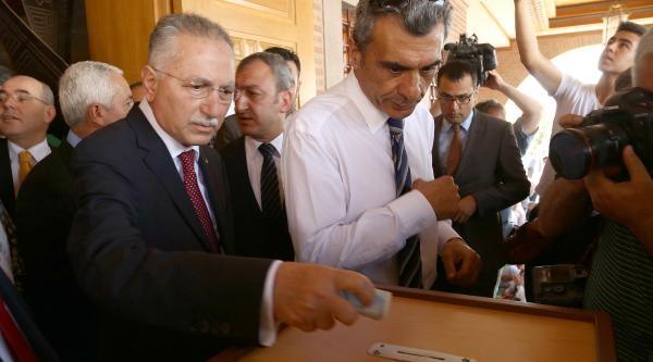 İhsanoğlu, Cuma Namazını Hacı Bayram Veli Camii'nde Kıldı