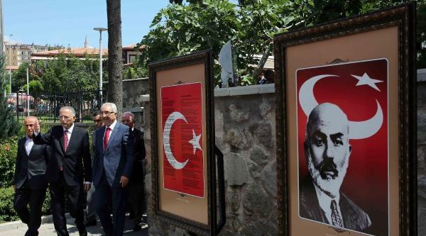 İhsanoğlu, Yazıcıoğlu'nun Kabrini Ziyaret Etti