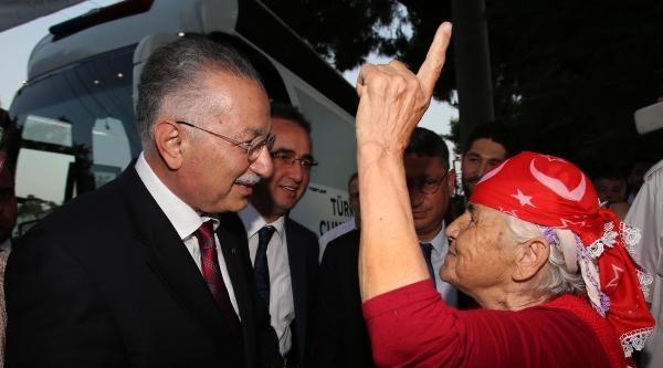 İhsanoğlu'na Aydınlı Yaşlı Kadından Yakın İlgi