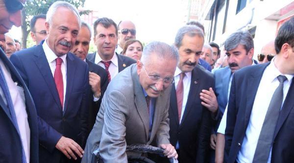 İhsanoğlu'nun Madımak Önünde Mesajı: Türkiye Birlik Olma Kararını Verdi (2)