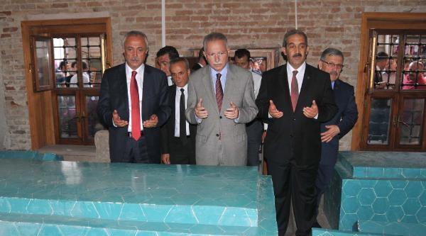 İhsanoğlu'nun Madımak Önünde Mesajı: Türkiye Birlik Olma Kararını Verdi (3)