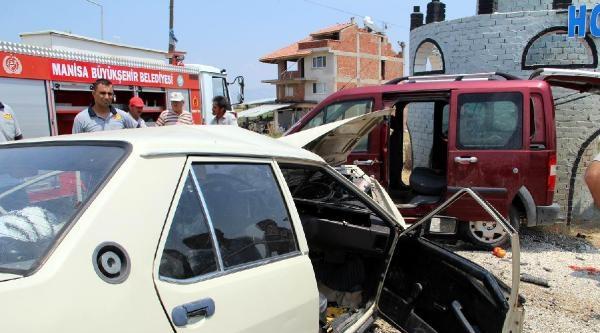 İki Otomobil Çarpişti: 1 Ölü, 7 Yaralı