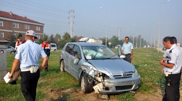 İki Otomobil Kavşakta Çarpişti: 6 Yaralı