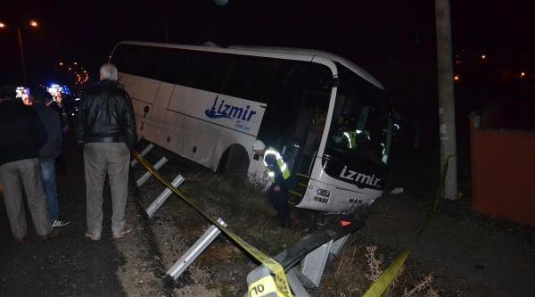 Iki Yolcu Otobüsü Kula'da Çarpişti: 1 Ölü, 31 Yarali