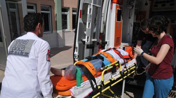 İkinci Kat Penceresinden Düşen Kadın Ağır Yaralandı