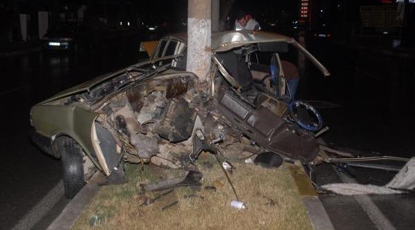 Ikiye Bölünen Otomobildeki 3 Genç Yaralandi