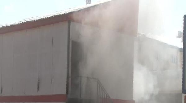 İlahiyat Fakültesi Camii İnşaat Alanında Yangın Çikti