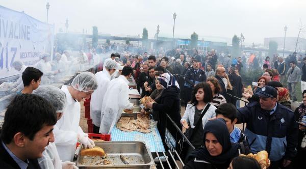 İlçe Belediyesi'nden 20 Bin Kişi Balık Ekmek