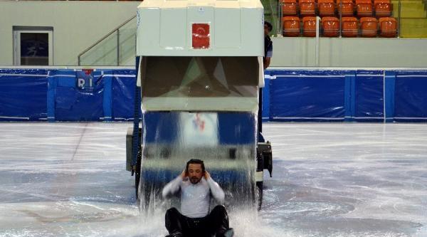 İlhan Mansız Buz Pistinde Als Kampanyasına Destek Verdi