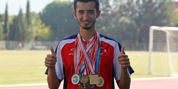 Ilik Nakli Beklerken Şampiyonluklara Koşuyor