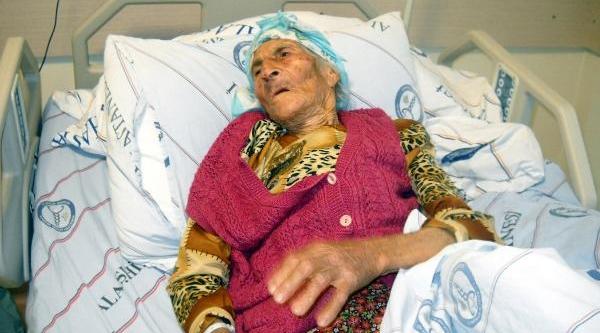Ilk Ameliyatini 97 Yaşinda Oldu