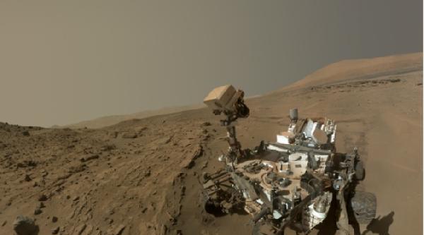 İlk Mars Yılını Selfıe Çekerek Kutladı