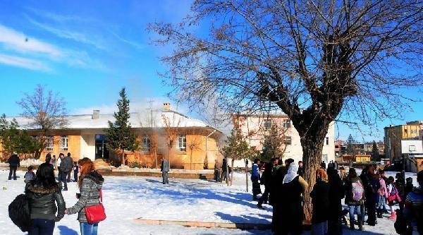 Ilkokulda Kazan Patladi: 6 Öğrenci Yaralandi