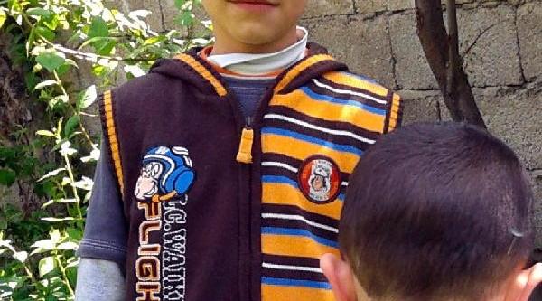 Ilkokulun Çatisindan Başina Buz Sarkiti Düşen 2'nci Sinif Öğrencisi Hayatini Kaybetti