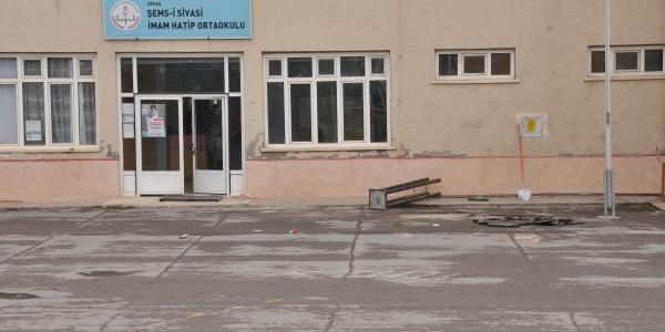 Imam Hatip Ortaokulunda Atatürk Büstü Tartişmasi