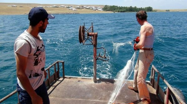 İnci Kefalı Yasağı Bitti Balıkçılar Van Gölü'ne Ağlarını Attı
