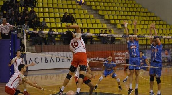 Inegöl Belediyespor-Ziraat Bankasi: 2-3 Acibadem Erkekler Voleybol Birinci Ligi