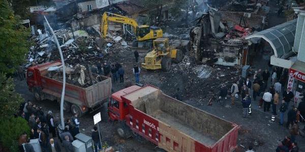 Inegöl'de 47 Işyerinin Zarar Gördüğü Han Yangini Elektrik Kontağindan Çikmiş
