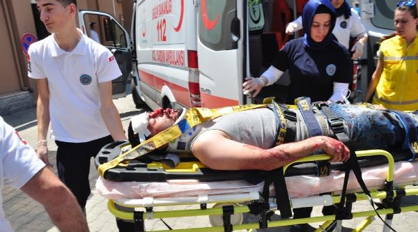 İnegöl'de Kamyon Traktörle Çarpişti: 1 Ölü, 2 Yaralı