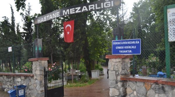 İnegöl'de Öğrencilerin Mezarlığa Girmesi Yasaklandı