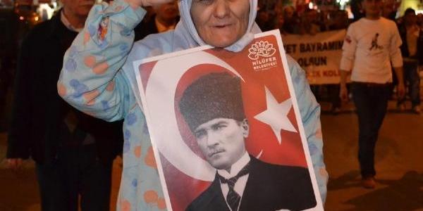 Inegöl'deki Fener Alayinda Gezi Parki Slogani