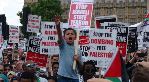 İngiliz Parlamentosu Önünde İsrail Protesto Edildi