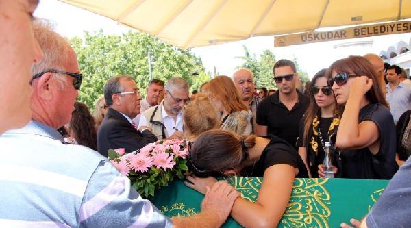 İngiliz Şarkici Wıllıams'ın Türk Asıllı Eşi  Ayda Field'in Babası Toprağa Verildi