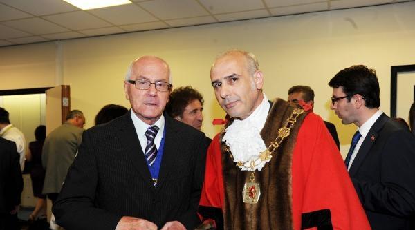İngiltere'de Enfield Belediyesi Ali Bakır'a Teslim Edildi