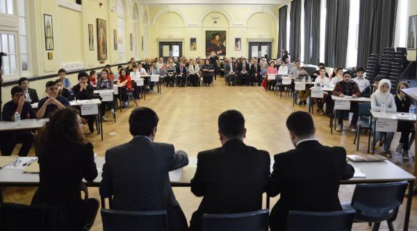İngiltere'de Türk Okulları Arasında Bilgi Yarışması Yapıldı