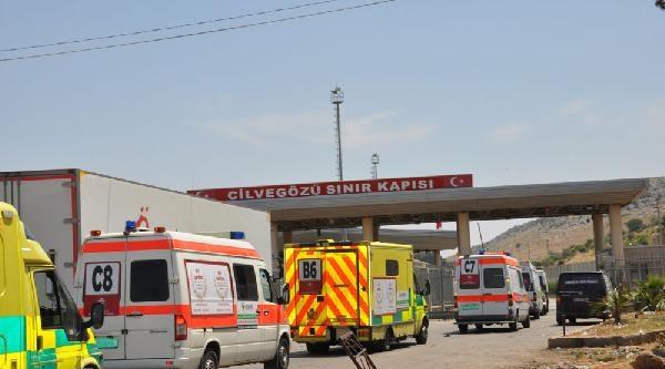 İngiltere'deki Yardım Gönüllüleri Suriye'ye 32 Ambulans Gönderdi