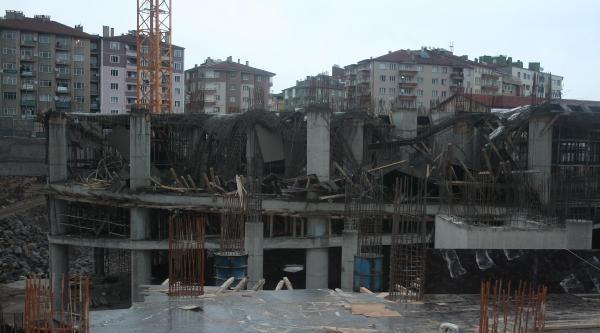 İnşaatin Beton Kalıpları Çöktü: 3 Yaralı