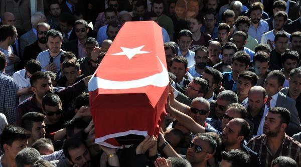 İnşaattan Düşüp Ölen İş Müfettişi Sivas'ta Toprağa Verildi