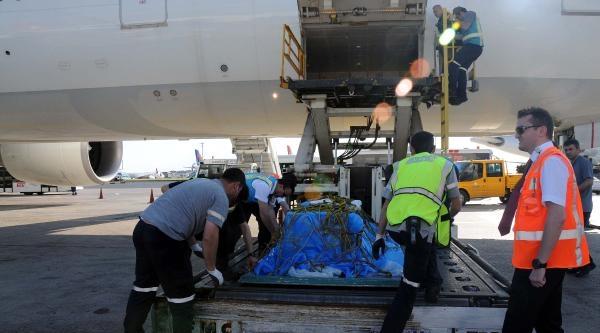 İntihar Eden Pilot Adayının Cenazesi Türkiye'ye Getirildi