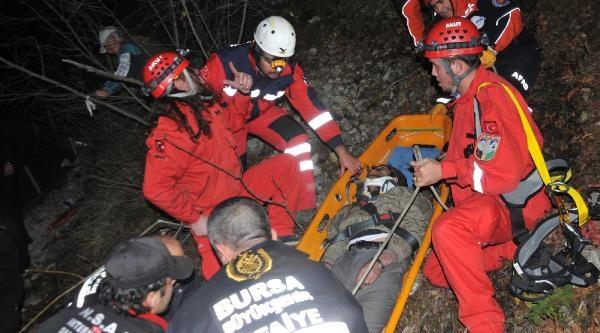 Intihara Kalkişan Genç Kayaliklardan Düşüp Yaralandi