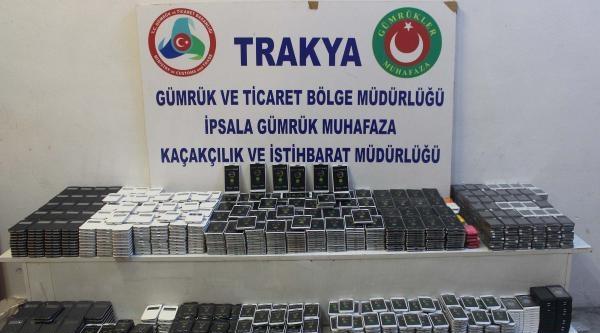İpsala'da 2 Bin Kaçak Cep Telefonu Ele Geçirildi