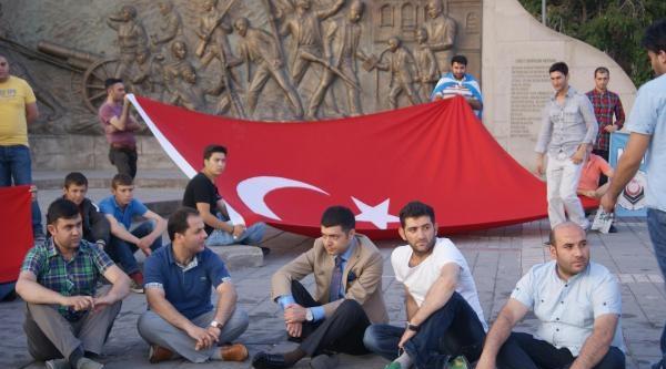 Irak Turkmenleri'ne Destek İçin Sabahladılar