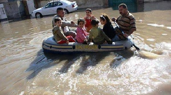 Irak'ta Şiddetli Yağişlar Hayati Felç Etti