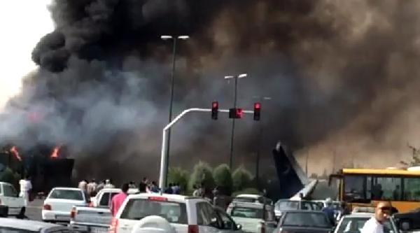 İran'da Yolcu Uçağı Düştü (2)