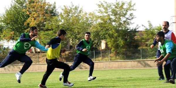 Iran'dan Gelen Ekip Amerikan Futbolunun 'kürt Versiyonu' Bire Müsabakasina Katildi