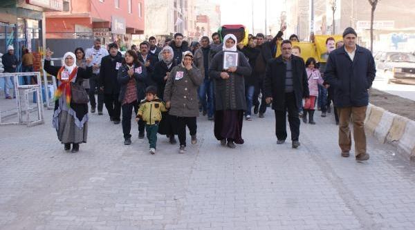 Iranli Kadin Pkk'liyi Kadinlar Defnetti (2)