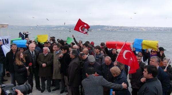 İşçi Partililer Abd Savaş Gemisini Protesto Etti