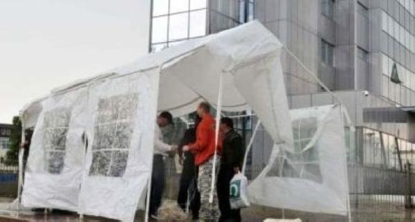 İşçiler Kosova Başbakanlık Binası Önünde Eylem